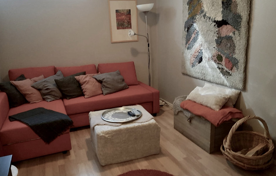 Levi Snowangel B3, sofa in downstairs living room with fireplace